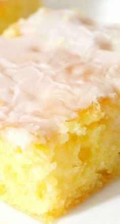 Jello Lemon Bars Recipe - My grandma made these Jello Lemon Bars and they were so good, I just had to make them again! If you love lemon, you are going to LOVE these!