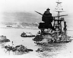 USS Arizona Rests At Pearl Harbor – The Life and Death Of A Noble Battleship In Pictures - War Historical Photos Pearl Harbor 1941, Pearl Harbor Attack, Naval History, Military History, Ww2 History, Military Art, Ancient History, Remember Pearl Harbor, Boats