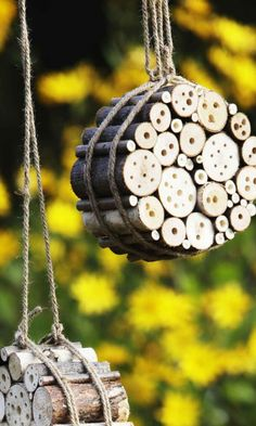 Instructions for building an insect hotel We got home – yard ideas - Bepflanzung Garden Crafts, Garden Projects, Garden Art, Garden Design, Diy Garden, Bug Hotel, Mason Bees, Save The Bees, Bird Houses