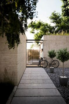Browse Garden Visits Gardenista Topiary via Gardenista Fantastic Back and Front Yard Landscape Desig Landscape Architecture, Landscape Design, Garden Design, Patio Design, House Design, Courtyard Design, Landscape Stairs, Modern Courtyard, Concrete Architecture