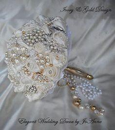 Artículos similares a CUSTOM BROOCH BOUQUET - Deposit for Custom Jeweled Wedding Bouquet, Gold and SilverAccents, Brooch Bouquet, Jeweled Bouquet, full price 435 en Etsy