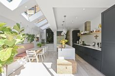 N4 Side Return Extensions Project | BuildTeam Kitchen Extension Layout, Kitchen Extension Terraced House, House Extension Design, Extension Ideas, Side Return Extension, Wraparound Extension, House Extensions, Kitchen Extensions, Victorian Terrace Interior