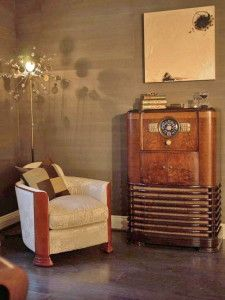 DP_Rusu-Chair-Vintage-Radio #Traditionalhomeoffices