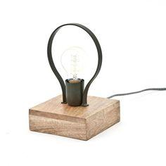 Coole Tischlampe von By Boo. Die Picard Tischleuchte ist aus Holz und Metall hergestellt ist und hat 1 Lichtpunkt. Perfekt in einem industriellen oder Vintage-Interieur! Diese wunderschöne Tischleuchte ist auch in den Farben Schwarz und Weiß erhältlich. Desk Lamp, Table Lamp, Lighting, Vintage, Black, Home Decor, Amsterdam, Ideas, Products