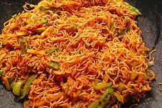 Asian fried noodles sweet and spicy, vegetarian from LJENS Sweet Potato Recipes Healthy, Easy Asian Recipes, Spicy Recipes, Greek Recipes, Mexican Food Recipes, Appetizer Recipes, Real Food Recipes, Vegetarian Recipes, Cooking Recipes