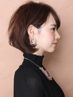 When growing up you'd probably worn numerous hairstyle ideas and until now that you're grown up you are still trying new hairdo. These classic hairstyles Girl Short Hair, Short Hair Cuts, Short Hairstyles For Women, Hairstyles Haircuts, Corte Bob, Shot Hair Styles, Hair Arrange, Corte Y Color, Hair Looks