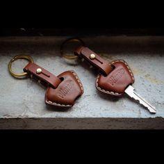 """184 mentions J'aime, 3 commentaires - Vitme Handcraft (@vitme) sur Instagram : """"Handmade Leather Triumph key case. Type:01/02 #vitmehandcraft #leathergoods #handmade #keycover…"""""""