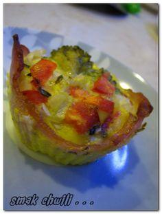 Dietetyczne miseczki z jajkiem i warzywami