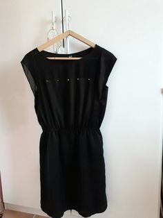 Robe noire cloutee - Robe noire avec  clous, peut se porter pour une   fd8c439215c7
