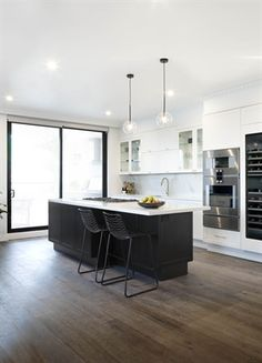 Top Choices Of Hamptons Style Kitchen Color Schemes 00093 - beterhome Kitchen Colour Schemes, Kitchen Colors, Color Schemes, Old Cabinets, Neutral Color Scheme, Cabinet Colors, Small Appliances, Kitchen Styling, Kitchen Countertops