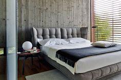 Inspiração do dia: cama toda estofada com cabeceira geométrica
