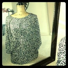 Animal print top winged top brandnew Stretch material animal print gray, black and white Tops Blouses