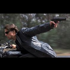 MISSION IMPOSSIBLE 2 - Ethan Hunt (Tom Cruise) practice prop Beretta 92FS | The Golden Closet
