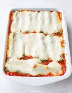Cannelloni ze szpinakiem i brokułami zapiekane w sosie pomidorowym