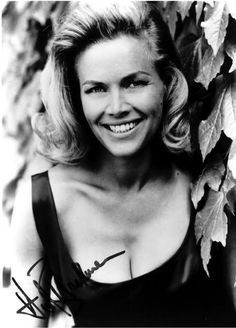 The birth of Honour Blackman on this day 22nd August, 1925. English actress best known for her role of Cathy Gale in The Avengers and as the Bond girl Pussy Galore in Goldfinger (1964) Cathy Gale (Honor Blackman) | The Avengers / Chapeau melon ...Happy Birthday Honour!