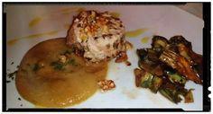 Tortino di spada in croccante di noci su macco di lenticchie rosse e contorno di carciofi fritti