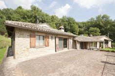 Farmhouse in the countryside with beautiful views of Lake Trasimeno Tuoro sul Trasimeno Perugia, Perugia, Italy – Luxury Home For Sale