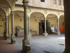"""Nel 1990 si trasferisce a Firenze, dove studia presso """"Il Bisonte scuola grafica"""" per poi completare gli studi all'Accademia di Belle Arti"""