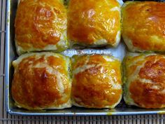 Just Try & Taste: Pisang Molen Coklat Keju dengan Puff Pastry Instan Snack Recipes, Cooking Recipes, Snacks, Bolu Cake, Indonesian Food, High Tea, Cake Cookies, Sausage, Brunch