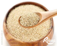 La #Quinoa es un alimento muy nutritivo y saludable especialmente por su alto contenido en proteínas. Versátil a la hora de cocinarla, aporta muy pocas calorías y brinda saciedad.  #TostadasGlutenRiera con harina de #Quinoa #Avena #Lentejas #Garbanzos y #Trigo