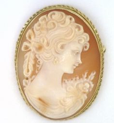 18Kt Yellow Gold Cameo Brooch & Pendant
