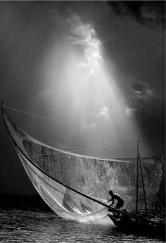 Gregory Colbert - black and white PICTURE - photo - fisherman - sky