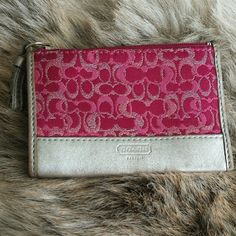 Coach coin purse/card wallet This gently used coin purse expands from the inside to hold two handfuls of change, or like all your cards plus cash. Minor damage on the sides of the leather zipper pull. Coach Bags Wallets