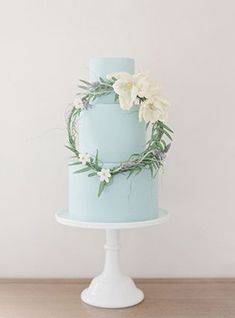 Beautiful blue wedding cake | www.onefabday.com