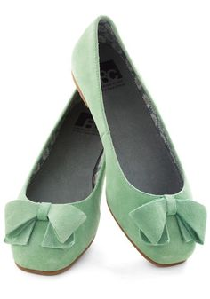 Mint green flats with tidy bows.... yay for non-hurty feet at the end of your wedding day!