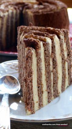 """Ovo je samo ideja kako možemo napraviti još jednu krasnu tortu... Mogučnosti su bezbroj, pustite mašti na volju i uživajte... Recept pišem jer ste ga tražili!!! Ideja je pokupljena iz časopisa """"Čarolija okusa"""""""