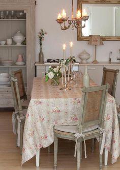 lino flores Christobel Oyster  de Kate Forman en , telas & papel