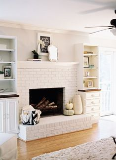 Excellent Pics Brick Fireplace with built ins Popular We had the privilege of meeting Alison almost a year ago when she and a group of the Proverbs 31 Mi Living Room Decor Fireplace, Paint Fireplace, Fireplace Built Ins, Brick Fireplace Makeover, White Fireplace, Fireplace Remodel, Fireplace Design, Brick Fireplace Decor, Chimney Decor