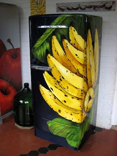 Argina Seixas...painted GE refrigerator!