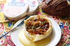 This fall inspired baked camembert cheese is so easy to make and is sure to add some zushz to any seasonal get-together. The recipe is. Wine And Cheese Party, Milk And Cheese, Creamy Cheese, Baked Camembert Honey, Camembert Cheese, Appetizer Recipes, Appetizers, Charcuterie Board, Caramelized Onions