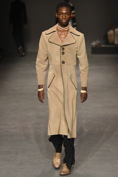 See the complete MAN Fall 2016 Menswear collection.