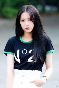 Oh My Girl Jiho, Oh My Girl Yooa, South Korean Girls, Korean Girl Groups, Girls Season, Kpop Girls, Asian Beauty, Celebs, Style Inspiration