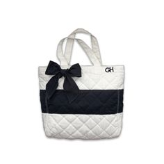 Beachy tote from Gilly Hicks ;) Now I wanna go to the beach... (from Gilly Hicks site)