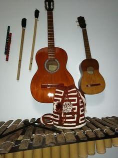Alba, Music Instruments, Guitar, Labyrinths, Sevilla, Backpacks, Musical Instruments, Guitars