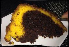 Receita de Bolo Mesclado de Chocolate e Cenoura - 1/2 xícara (chá) de chocolate em pó, 1/2 xícara (chá) de açúcar, Bolo de chocolate:, 2 ovos, 1 colher (sop...