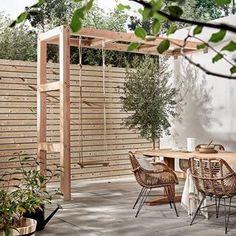 Private Terrasse mit Holzschaukel, Terrasse mit Kind, Privatgarten mit Kind, Stadtgarten mit Kind, Ideen kleiner Garten