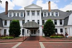 Entrance to the Holly hotel in Pinehurst N.C.