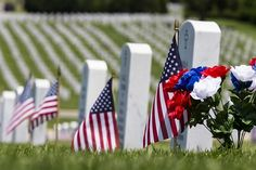 Memorial Day is day to honor those who have sacrificed everything for our country. We should seek to honor their memory every day! History Of Memorial Day, Memorial Day Pictures, Veterans Memorial, Veterans Day, Honor Veterans, Memorial Gifts, Happy Memorial Day Quotes, Greetings Images, Flanders Field