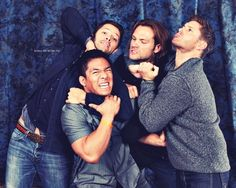 This is one of the only male fan photo ops I've ever seen. This is also one of the best photo ops I've ever seen. Might just pattern mine after this, guys. :P #SupernaturalCast #VanCon2012