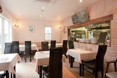 小さな中庭に面したイタリアンレストラン。|レストラン|インテリア|自然素材|デザイン|南欧風・プロヴァンス|