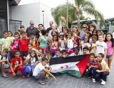 La Asociación de Amistad con el Pueblo Saharaui de Sevilla (AAPSS) está inmersa, un año más, en los preparativos del programa 'Vacaciones en Paz', gracias al cual cientos de niños saharauis de los Campamentos de Refugiados de Tindouf (Argelia) son acogidos por familias andaluzas, durante julio y agosto, apartándolos así de la extrema dureza de las altas temperaturas del verano en el desierto.