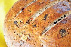 Gluten free bread with olives and hot pepper paste. Pepper Paste, Stuffed Hot Peppers, Olives, Gluten Free, Bread, Recipes, Food, Glutenfree, Sin Gluten
