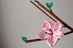 Na różowo – jak zrobić kwiaty z papieru i bibuły – Pierwsza klasa