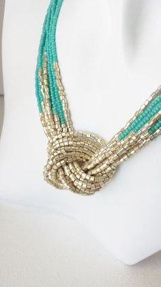 Türkis und gold Halskette Rocailles-Perlen-Halskette Knoten Turquoise and gold necklace seed beads pearl necklace knot Seed Bead Necklace, Seed Bead Jewelry, Multi Strand Necklace, Diy Necklace, Necklace Designs, Beaded Earrings, Beaded Jewelry, Handmade Jewelry, Beaded Necklaces