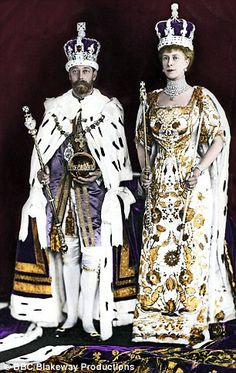 Despite the best efforts of Queen Victoria, Edward VII, Tsar Nicholas II and George V all loathed Germany's Kaiser Wilhelm II. Queen Mary, Queen Elizabeth Ii, King Queen, Queen Mother, English Royal Family, British Royal Families, Reine Victoria, Queen Victoria, Victoria Post