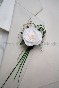 boutonniere, white flower with bear grass